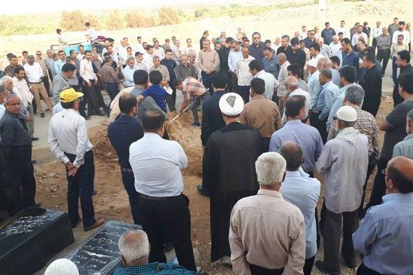 پیکر قرآن پژوه برجسته کشور در آب پخش خاکسپاری شد