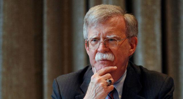 بولتون: چین به قاچاق نفت از ایران مشغول است
