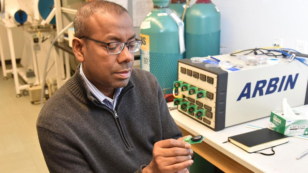 تحقیق، توسعه و تربیت نیروی انسانی در بخش نانوباتری ها حمایت می شود