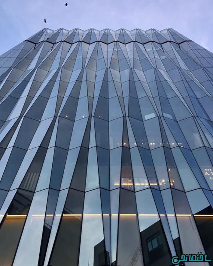 نمای شیشه ای ساختمان[