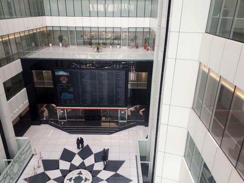 توقف نماد معاملاتی3 بانک و 26 شرکت بورسی
