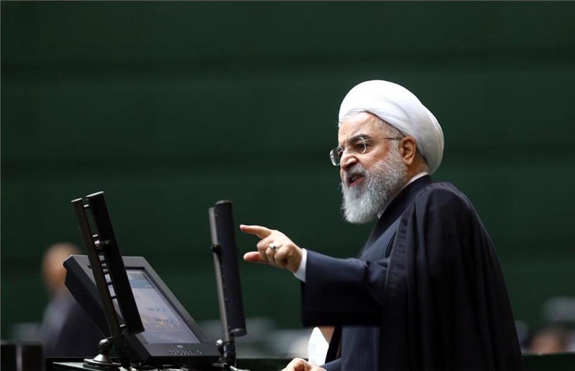 دیکتاتوری مقابل خانه ملت؛ چرا روحانی مصوبات مجلس را ابلاغ نمی&zwnjکند؟
