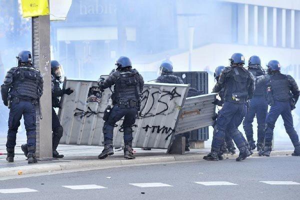 ازسرگیری اعتراضات علیه قانون جنجالی امنیت جمعی در فرانسه