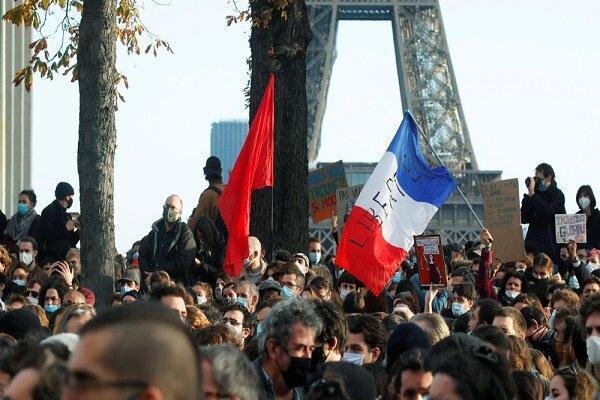 فرانسوی ها در پاریس تظاهرات گسترده ای برگزار کردند