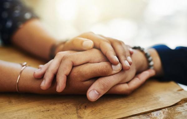 چگونه دیگران را ببخشیم؟ (حتی اگر آسیب بزرگی به ما زده باشند)