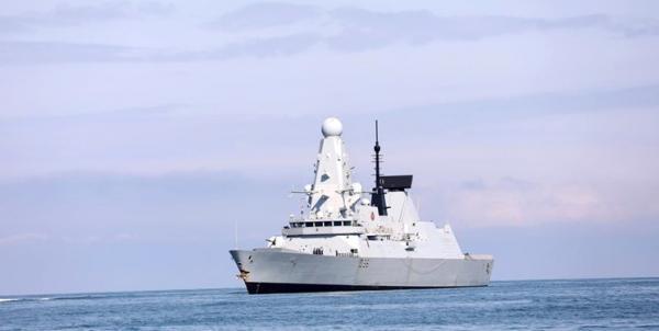 راب: کشتی های انگلیس به تردد از نزدیک کریمه ادامه می دهند