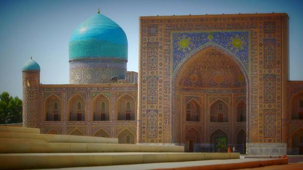 کارت پستال از ازبکستان؛ مدرسه طلاکاری، نماد شهر سمرقند