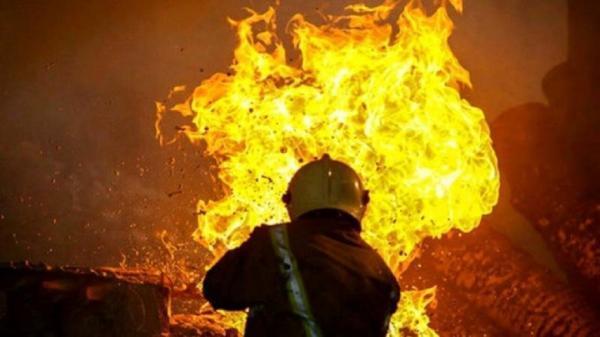 سرکوب شعله های آتش به دست آتش نشانان اهوازی